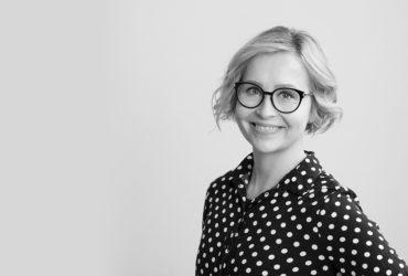 Viestinnän ja työhyvinvoinnin asiantuntija Nina Leppäniemi